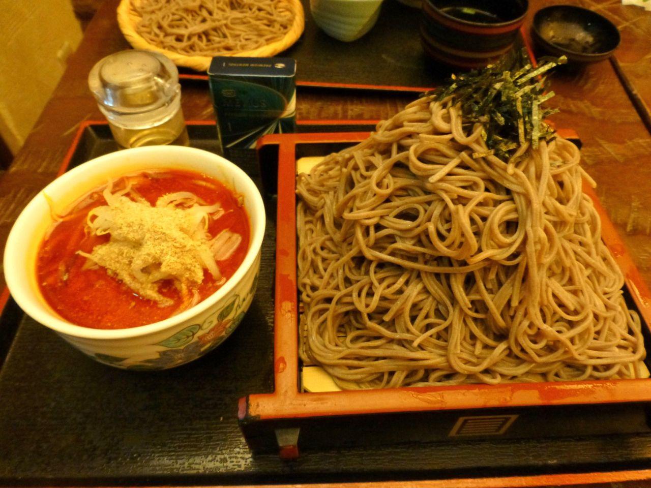 どひゃ〜すごいボリューム!肉つけ麺大盛り930円
