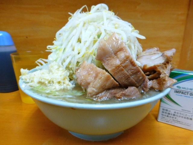 ブタ入り(野菜マシマシ、ニンニク)800円