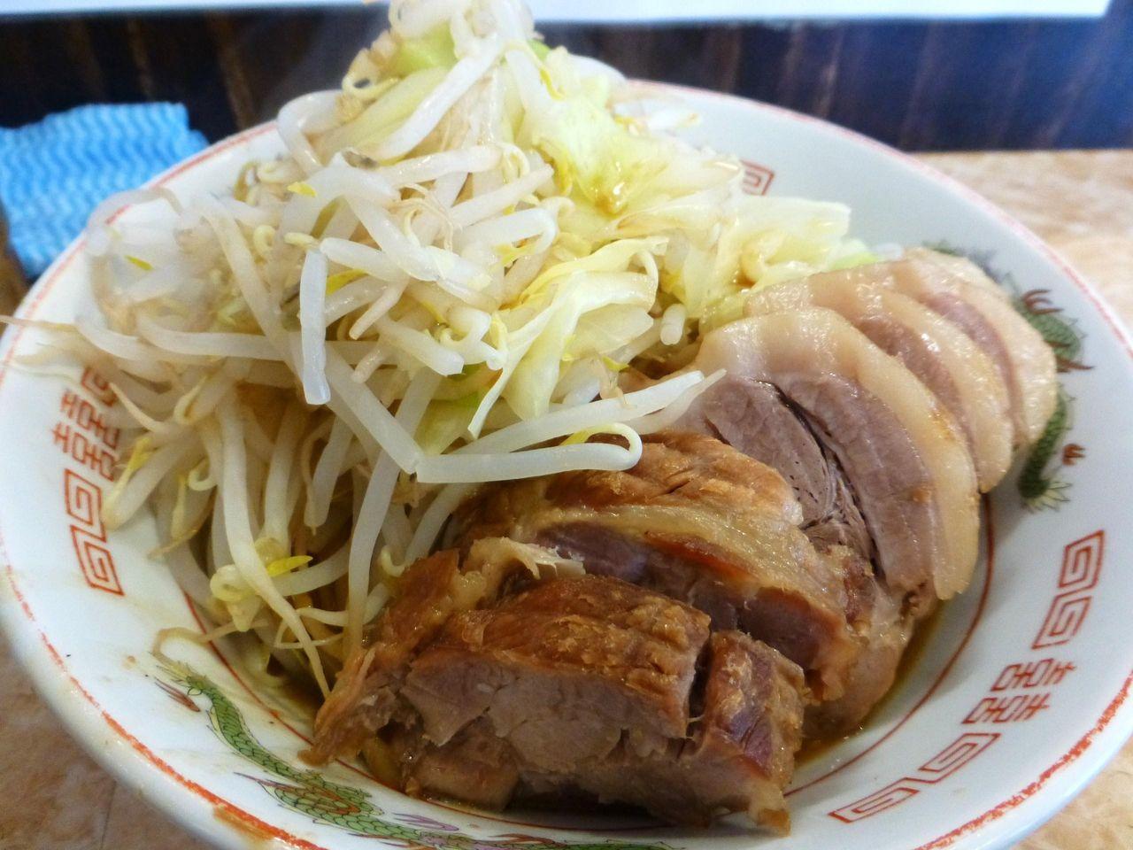 豚と野菜は確認できるが、麺が見えません!