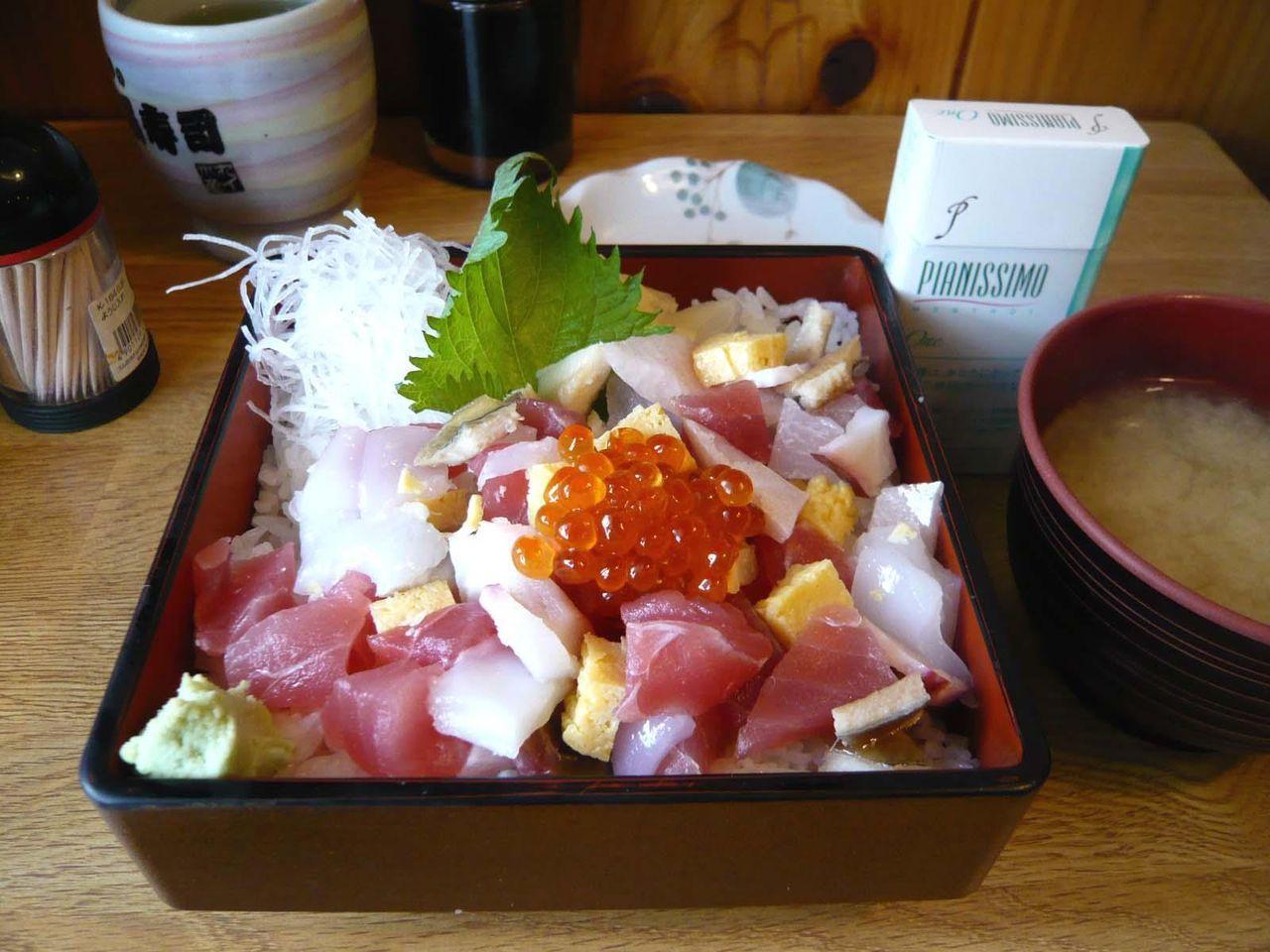 バラちらし924円