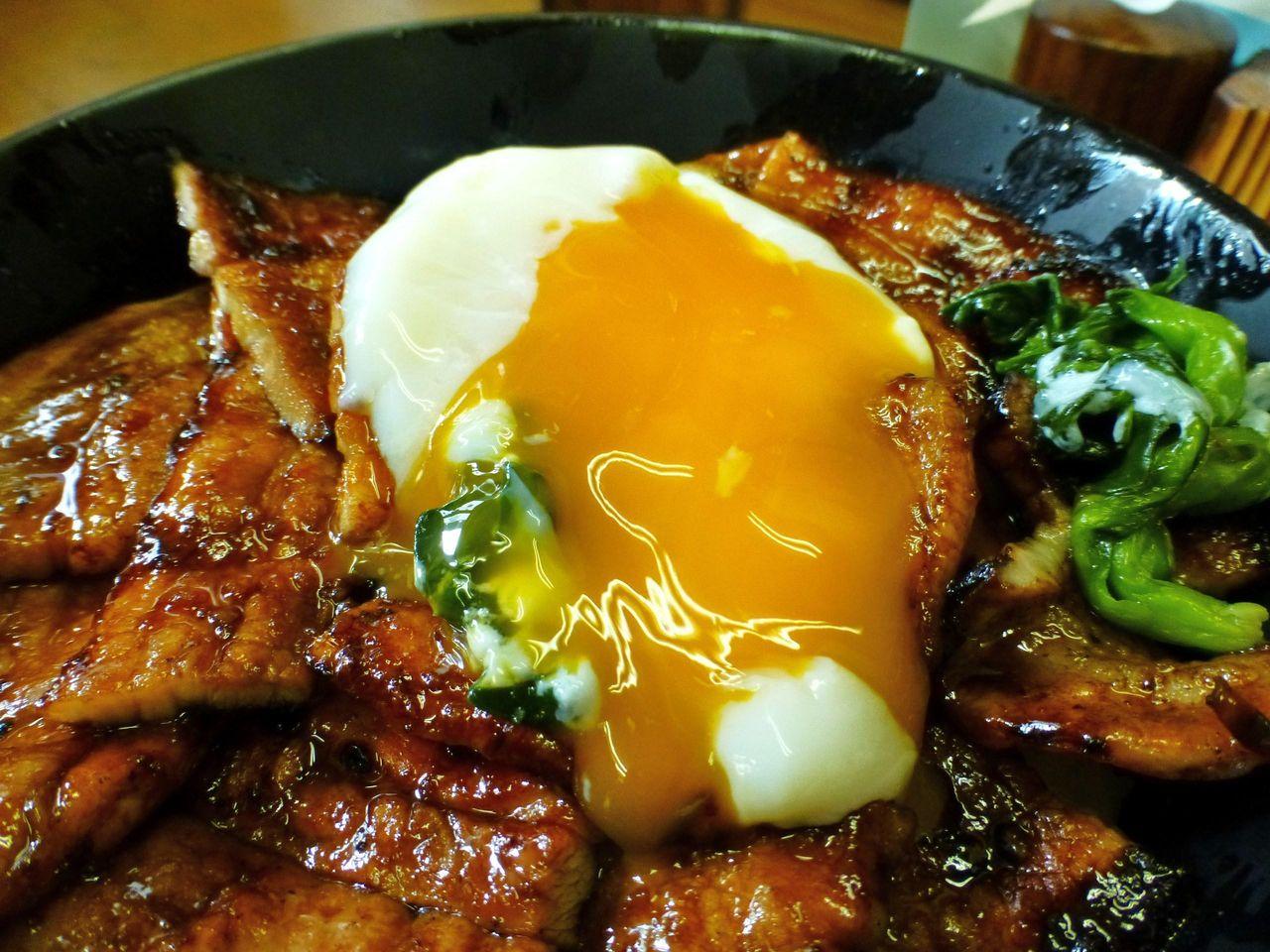 豚丼と半熟卵が良く合います!