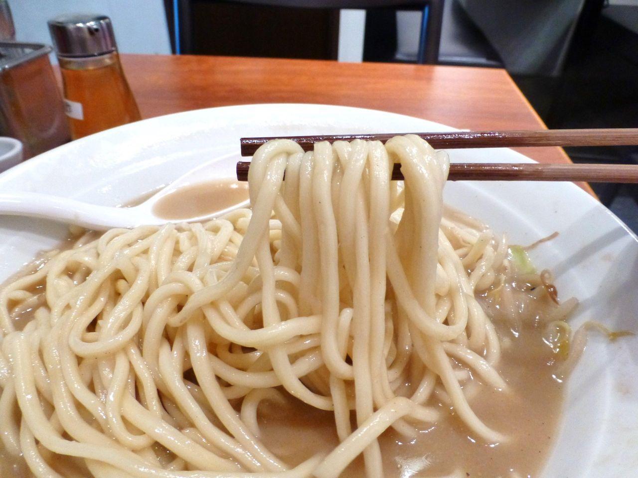 中太のストレート麺は、少し伸びてます!