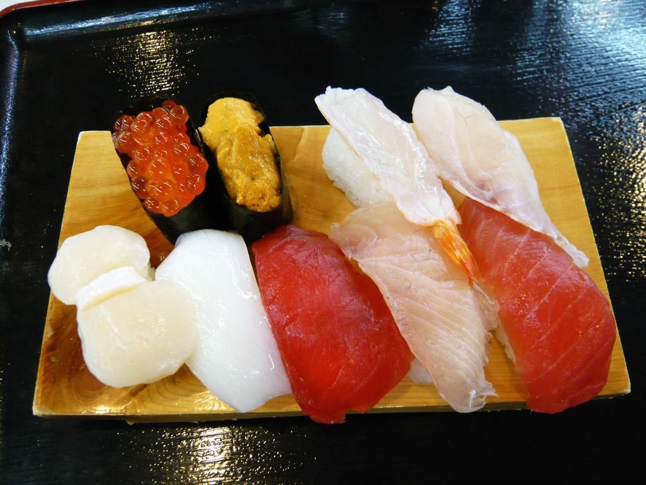 鮮度抜群のネタを使用!・・・特選上にぎり寿司1,200円