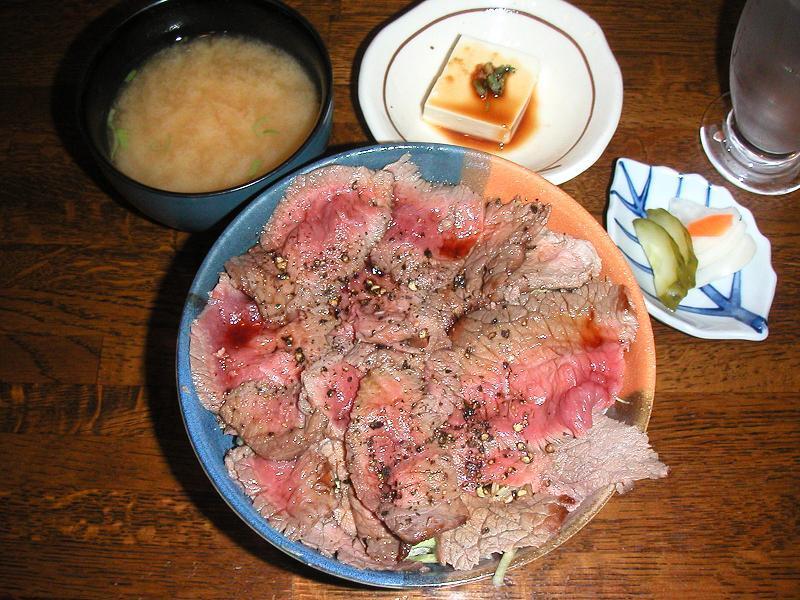 タタキ風の牛肉が旨い!がぶ丼800円