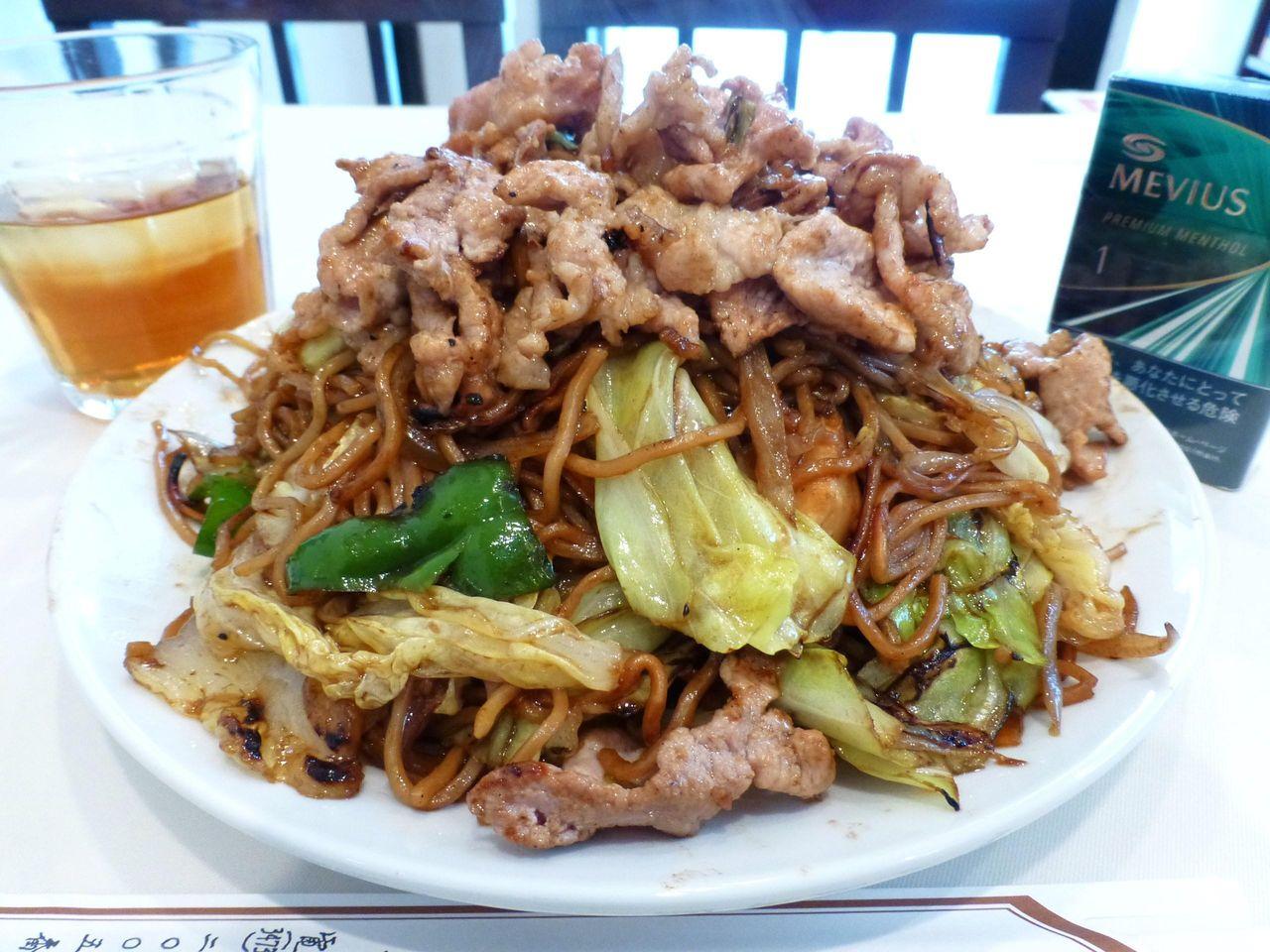 五反田の「梅林」で、デカ盛り肉ソース焼きそば!