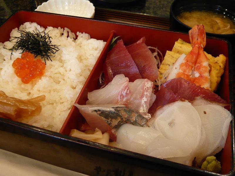 刺身と酢飯が別盛りになった・・・ちらし大盛1,030円