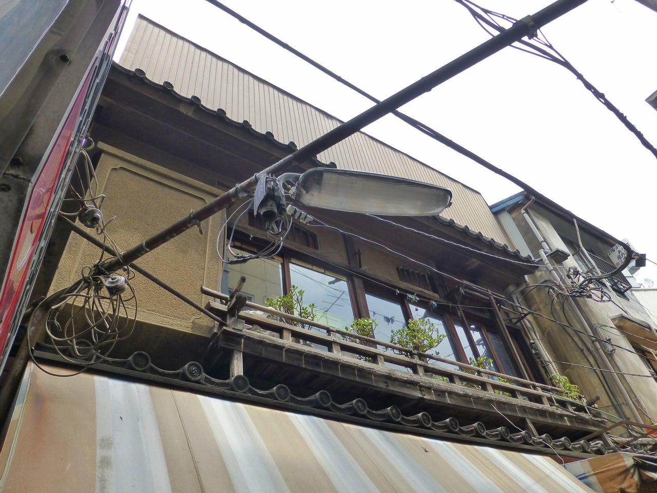 2階席の外観は、かなり老朽化しています!