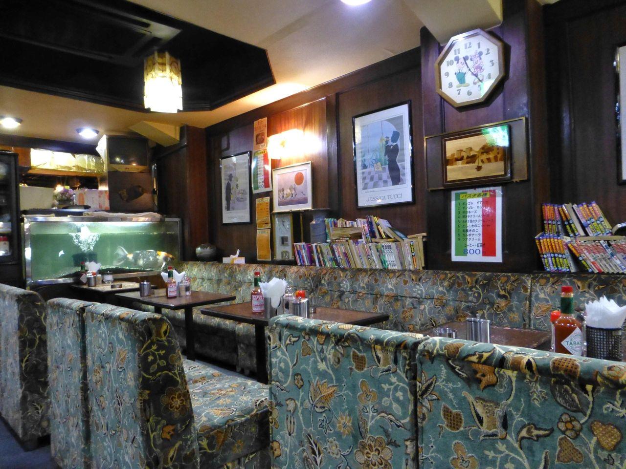 スナック風の店内は、まさに昭和という雰囲気!