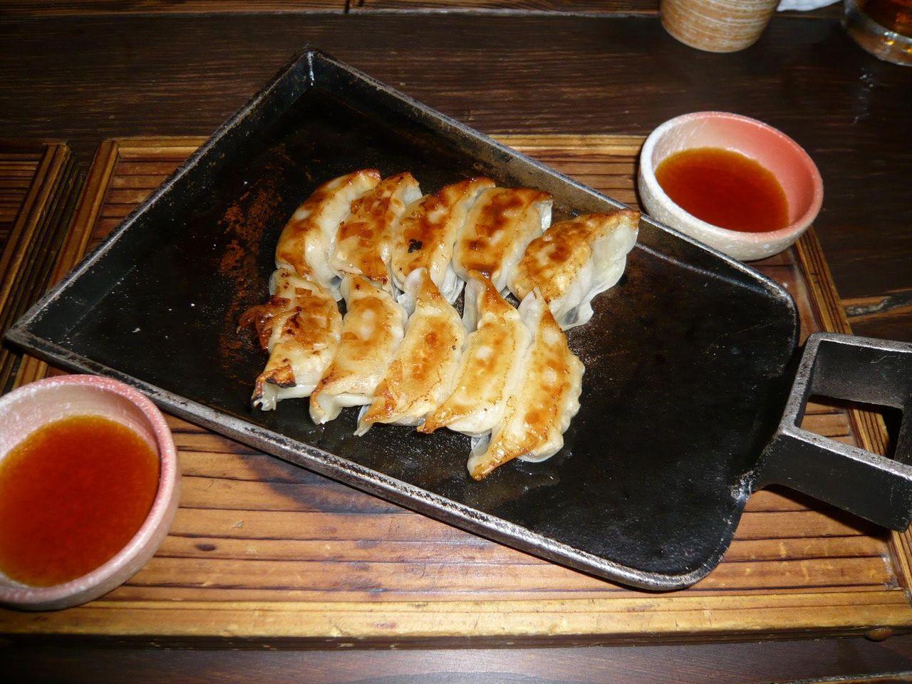 鉄鍋餃子490円