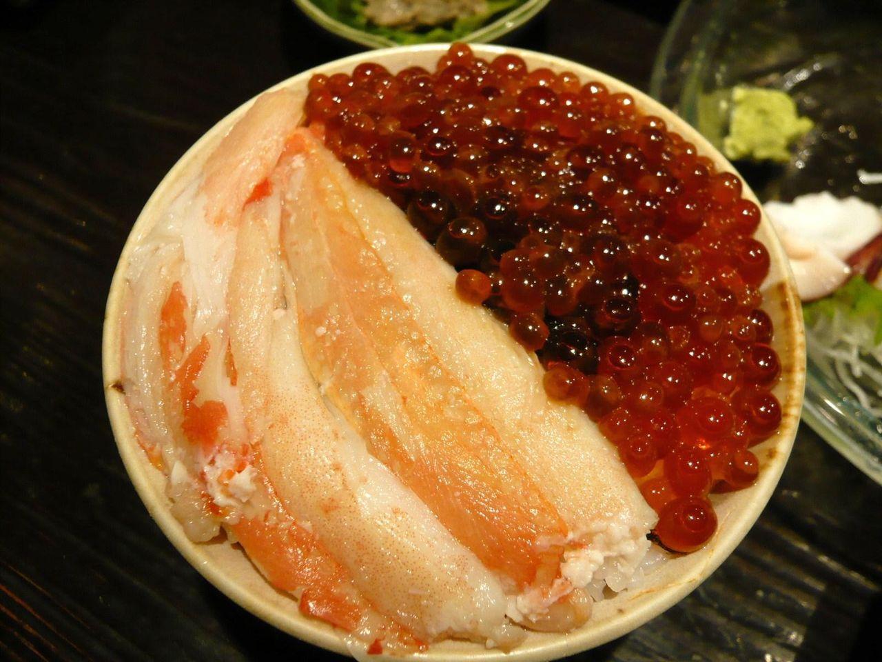 ミニぜいたく丼1,080円は、カニとイクラがタップリ!