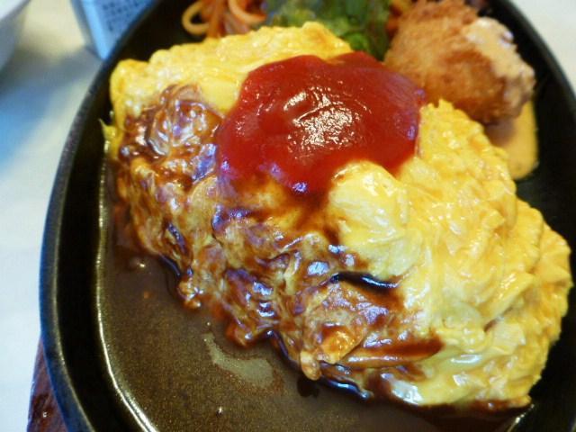 オムライスは、卵の半熟加減が絶妙です!