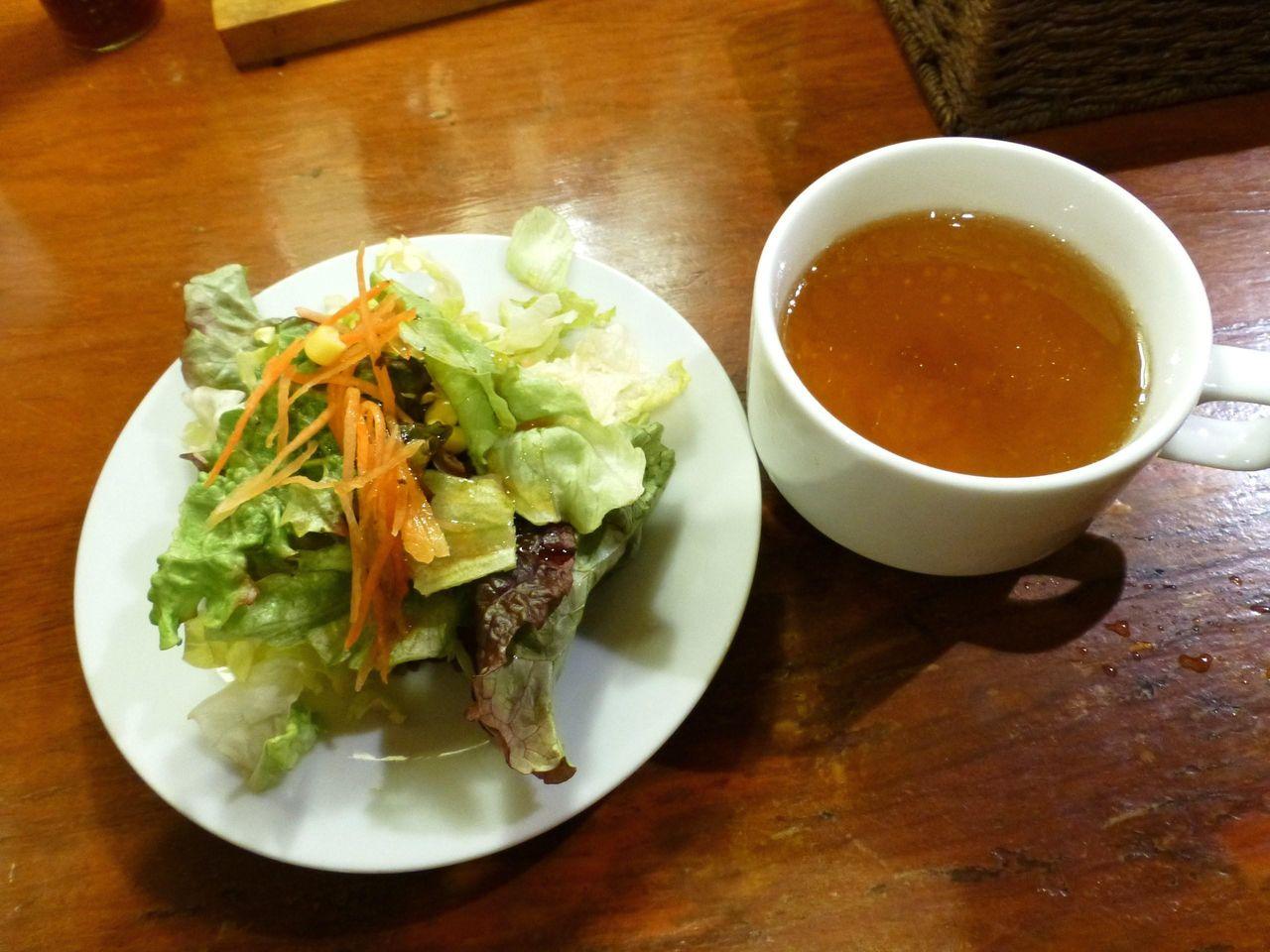 サラダとスープも付いてます!