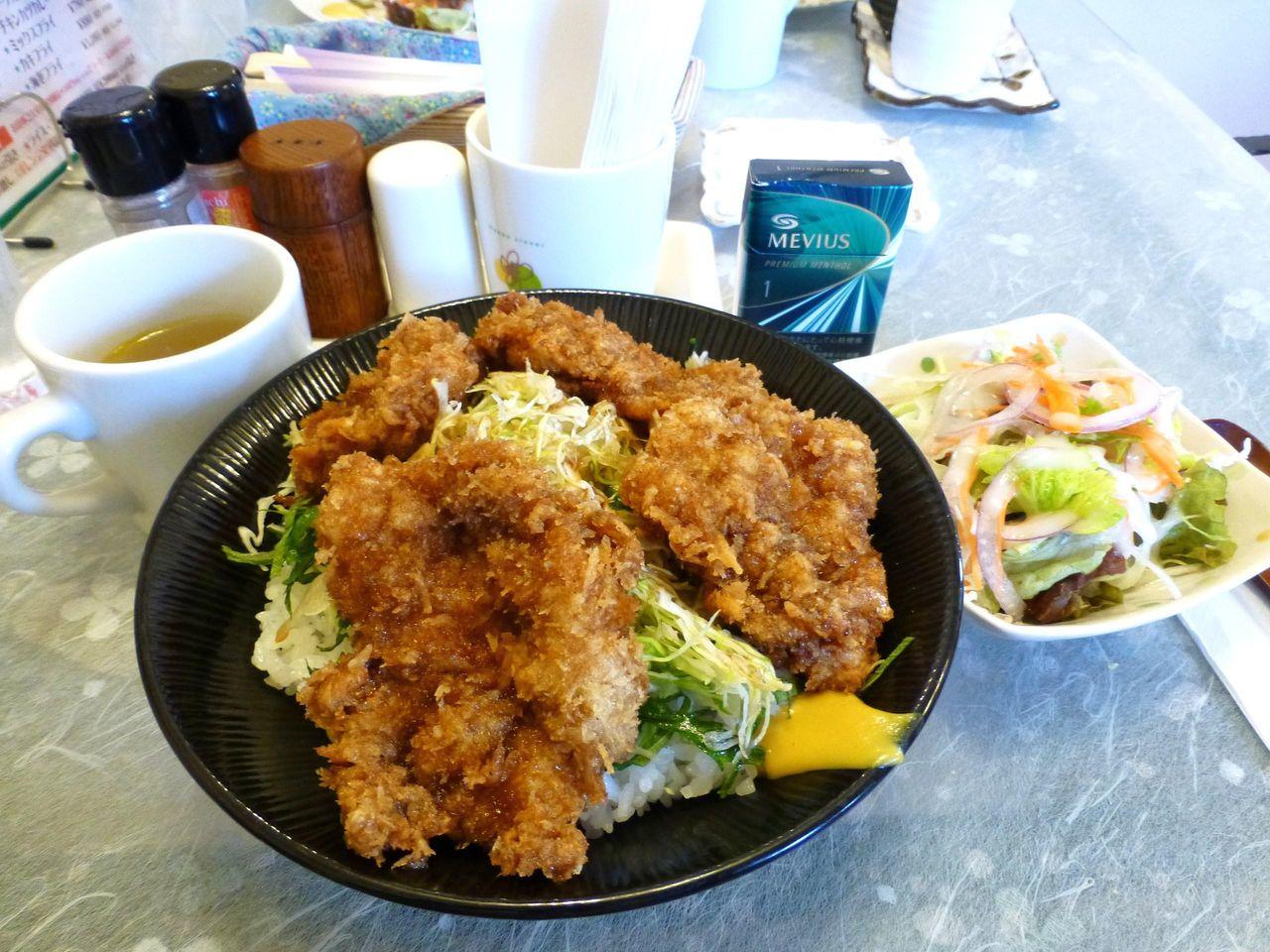 うわ〜美味しそう!ソースカツ丼(大盛)880円