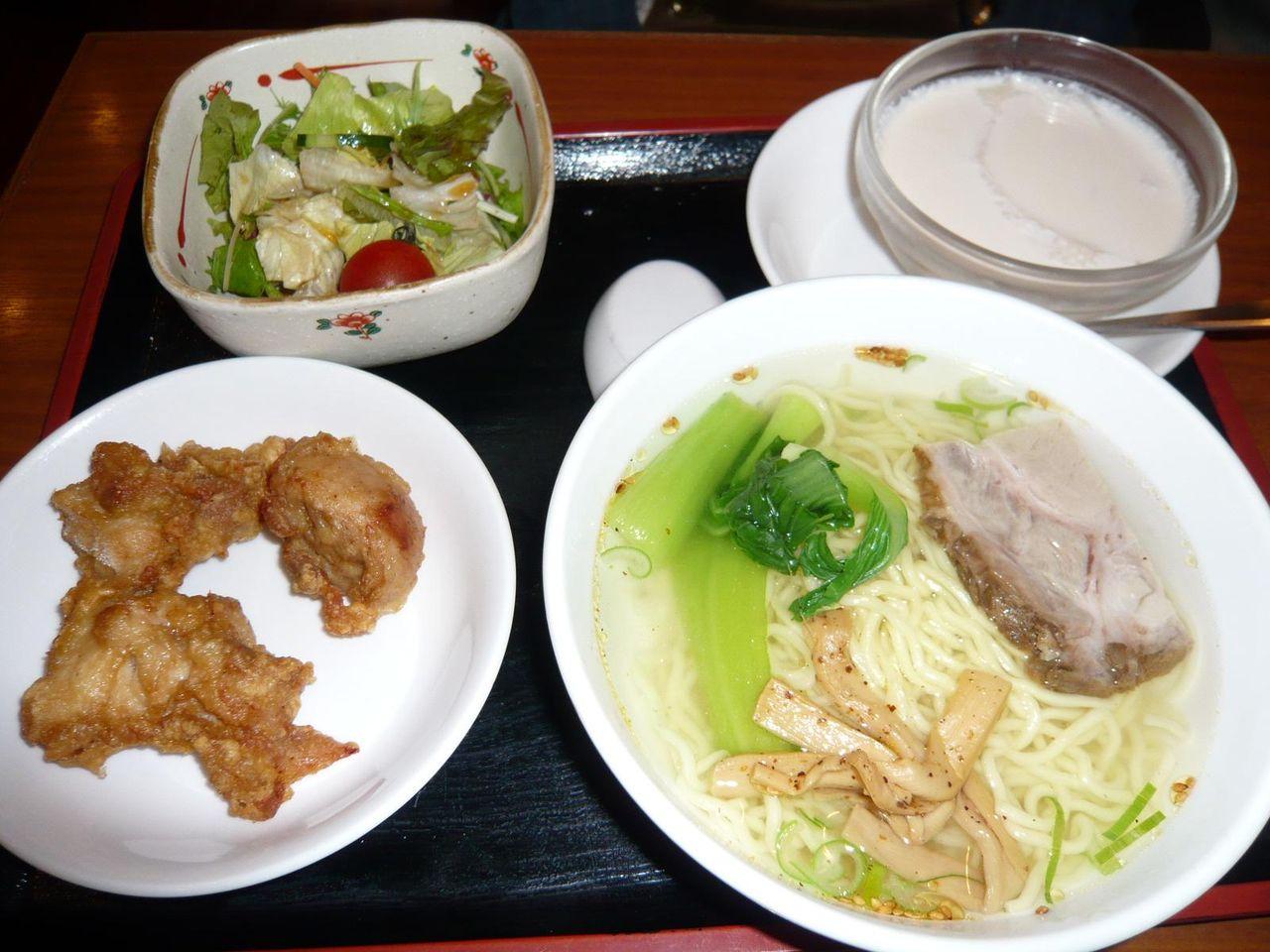 4品800円ランチ・・・塩ラーメン、鶏唐揚げ、サラダ、杏仁豆腐