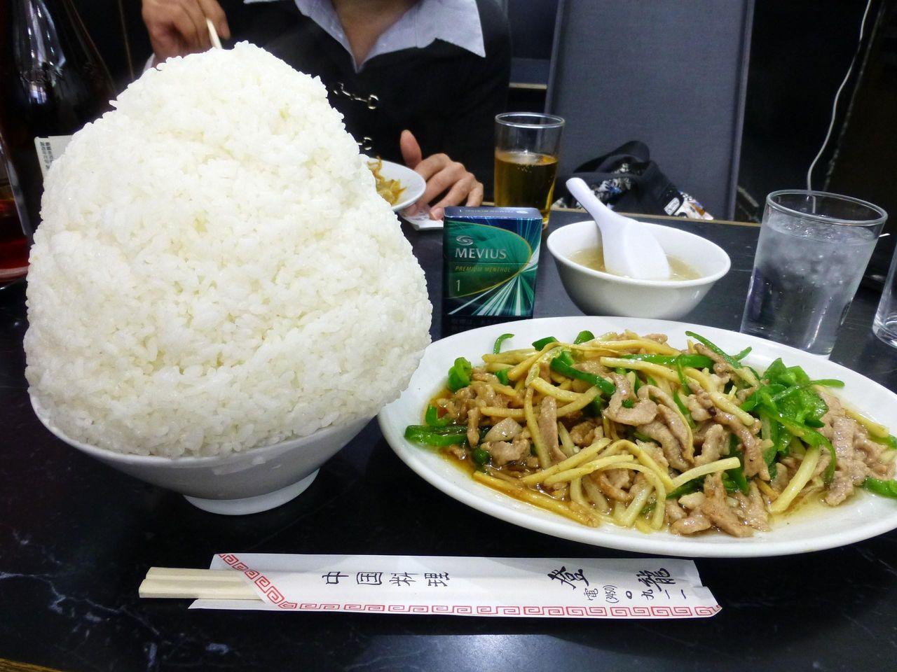 青椒肉絲定食(大盛)850円は、殺人的なボリュームです!