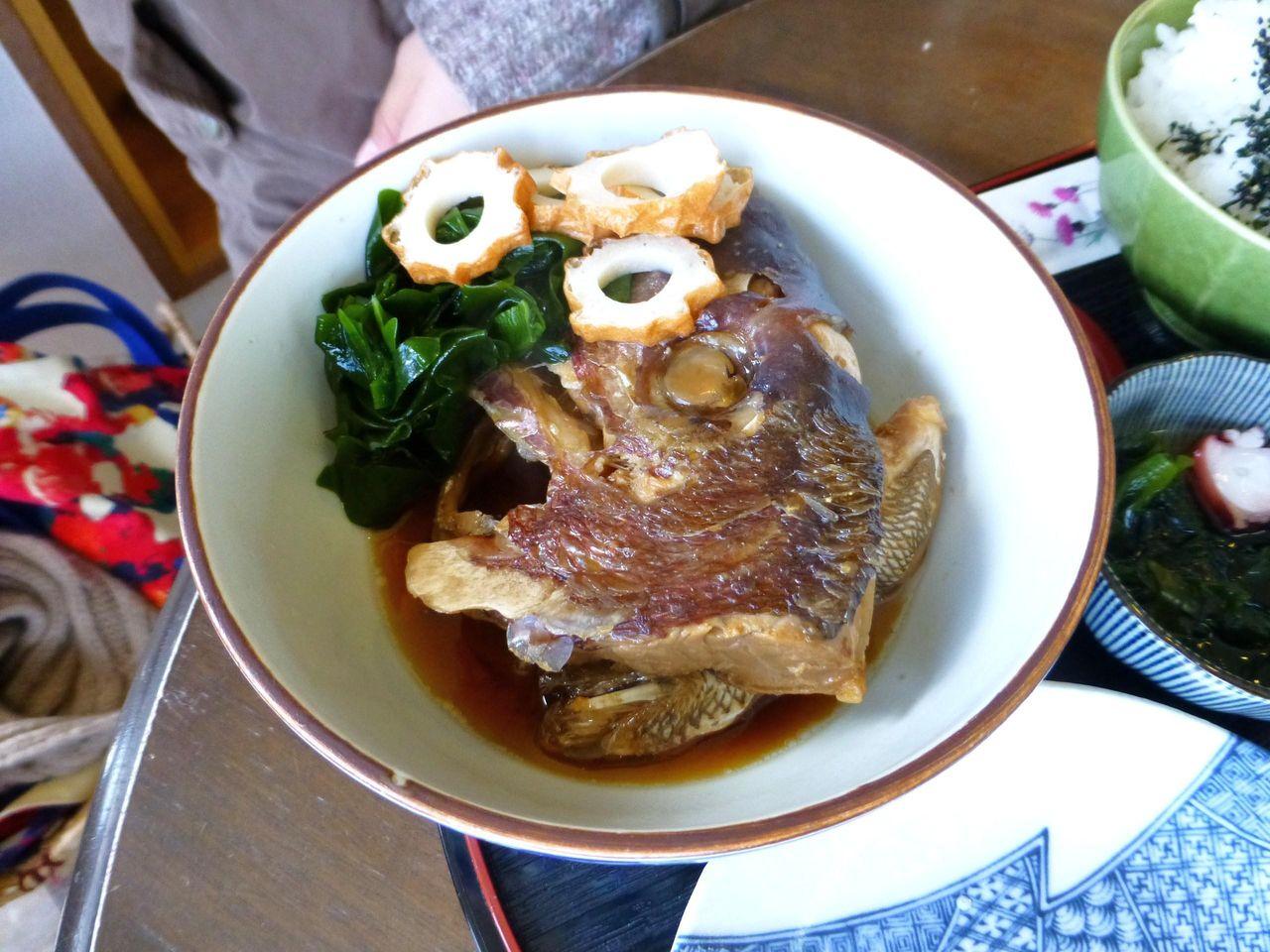 大きな鯛のアラを使用していて、とても美味しい!