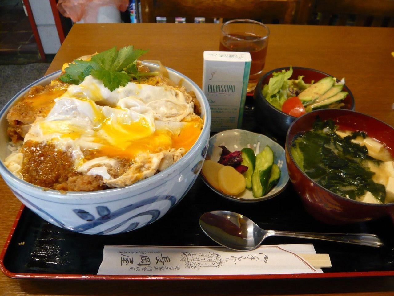 八王子市のデカ盛り店、長岡屋のカツ丼(大盛)950円