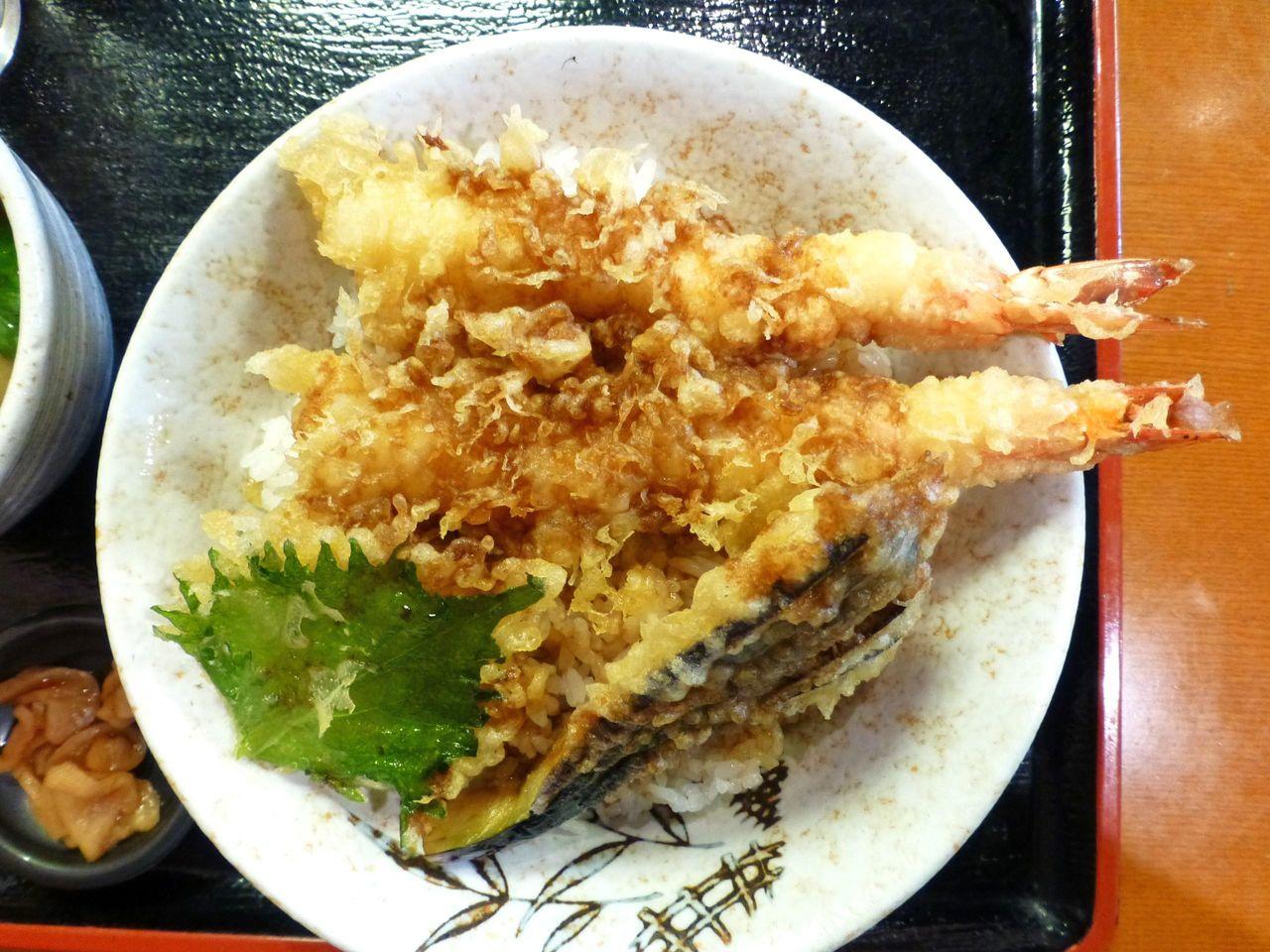 天ぷらは、海老2本、ナス、大葉・・・以上!