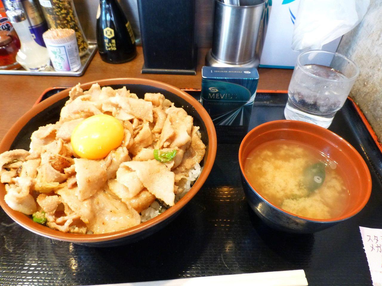名物スタミナ丼(メガ盛)820円
