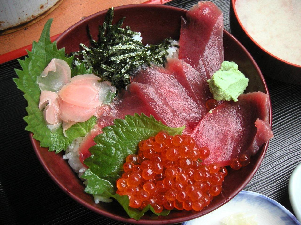 マグロイクラ丼1,000円