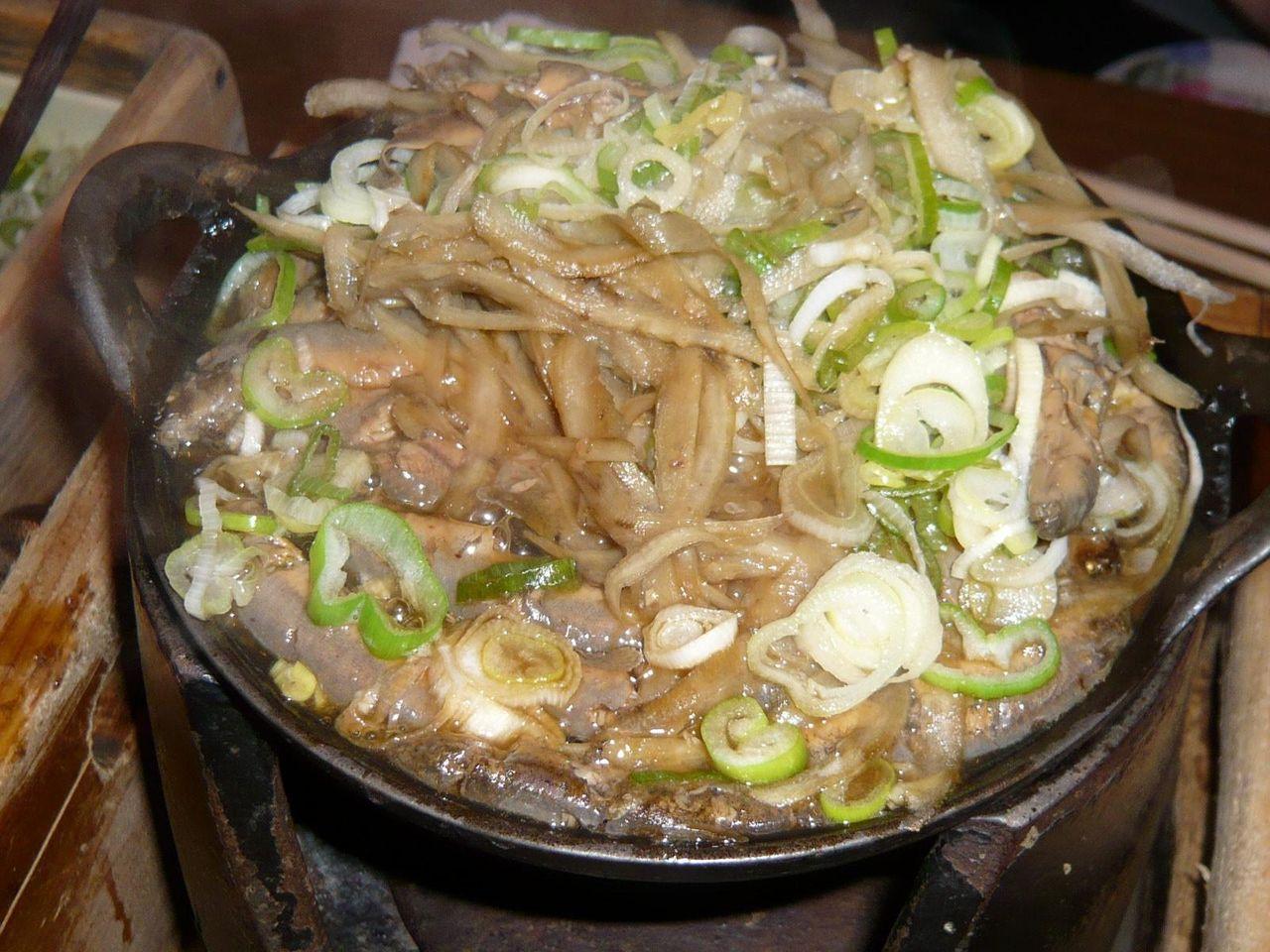 ごぼうが煮えたら出来上がり、七味と山椒を振りかけて!