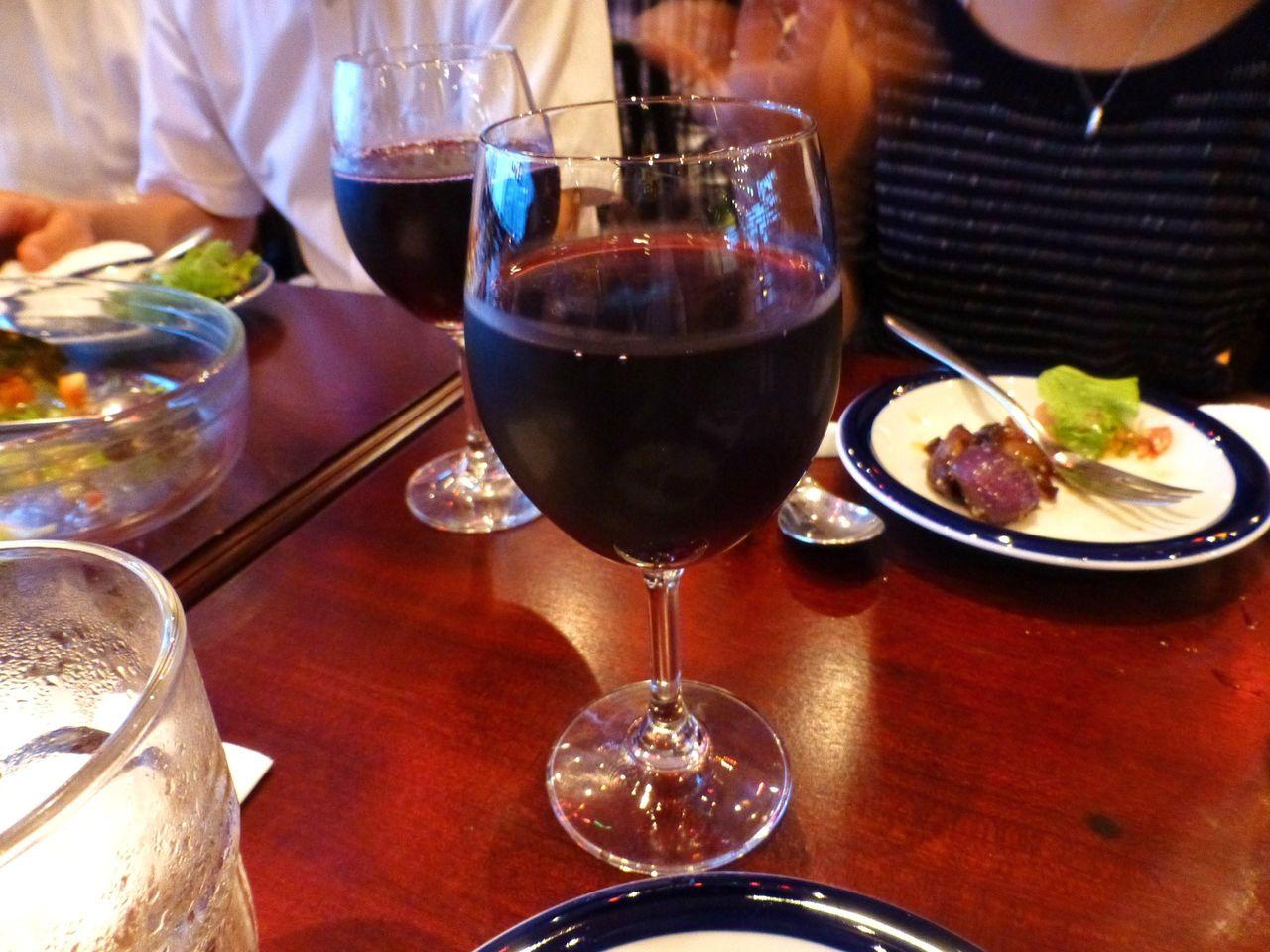 飲み放題の赤ワイン!