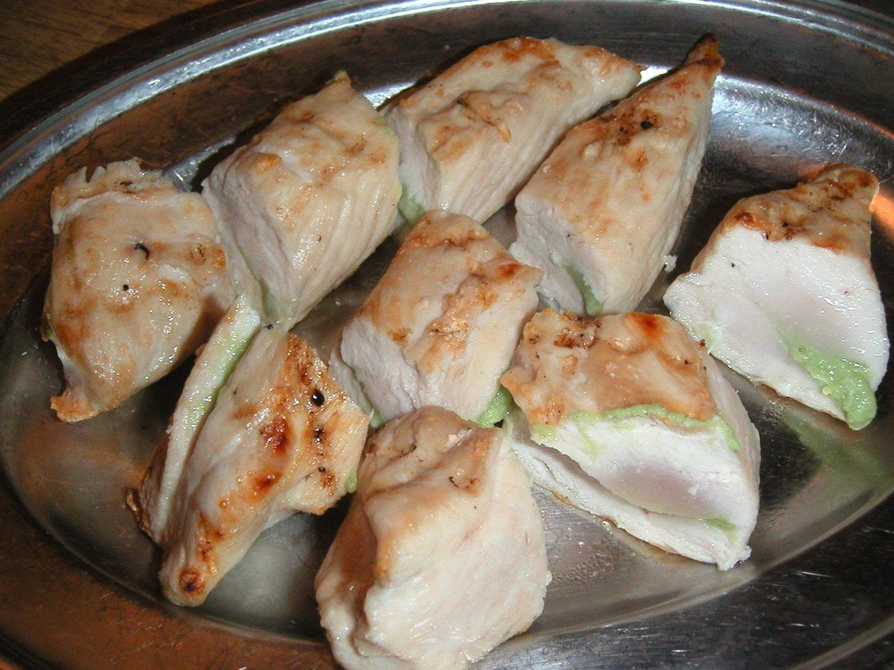 半生の鶏肉にワサビをはさんだ、はさみ焼550円