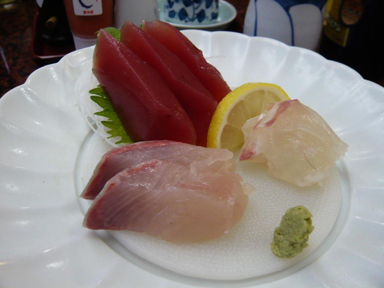 刺身は、マグロ、鯛、ブリの3種類
