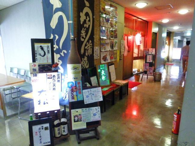 お店は、大田市場の事務棟2階の食堂街にあります。