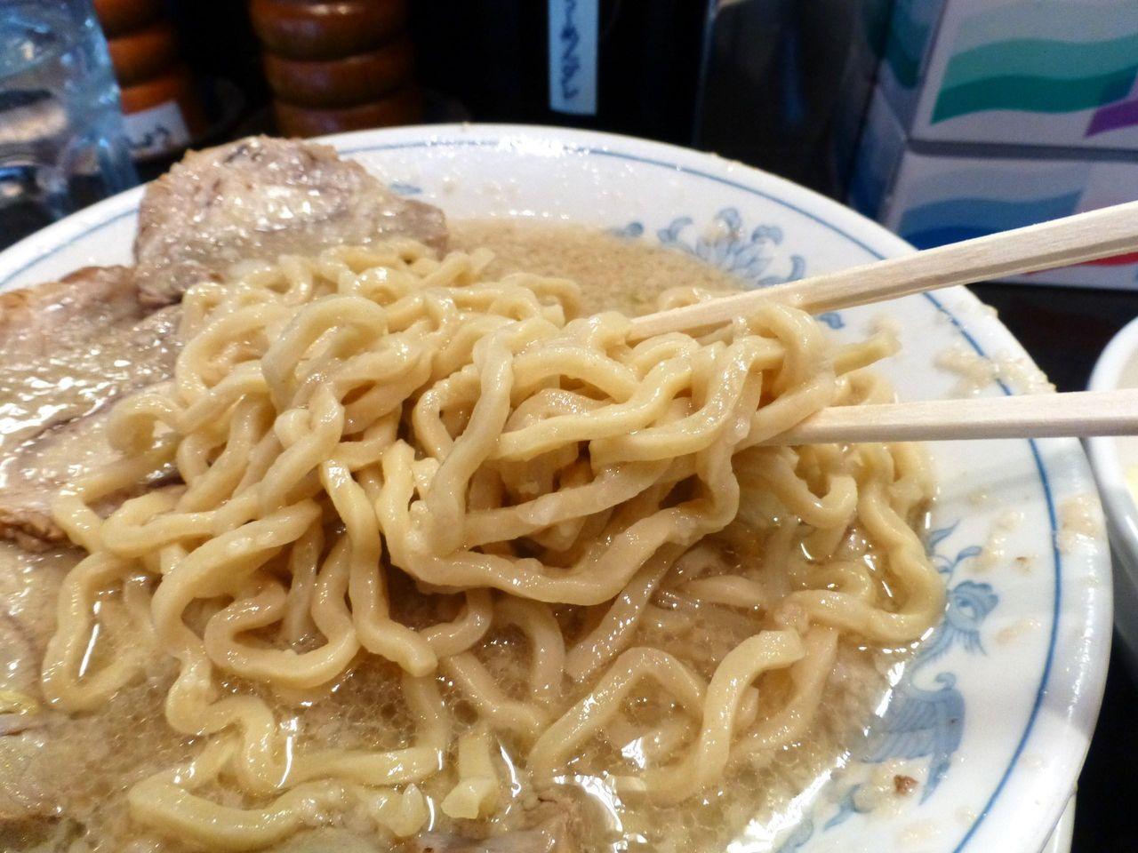 極太麺に塩スープ!おぉぉぉ〜こりゃ〜たまらん!