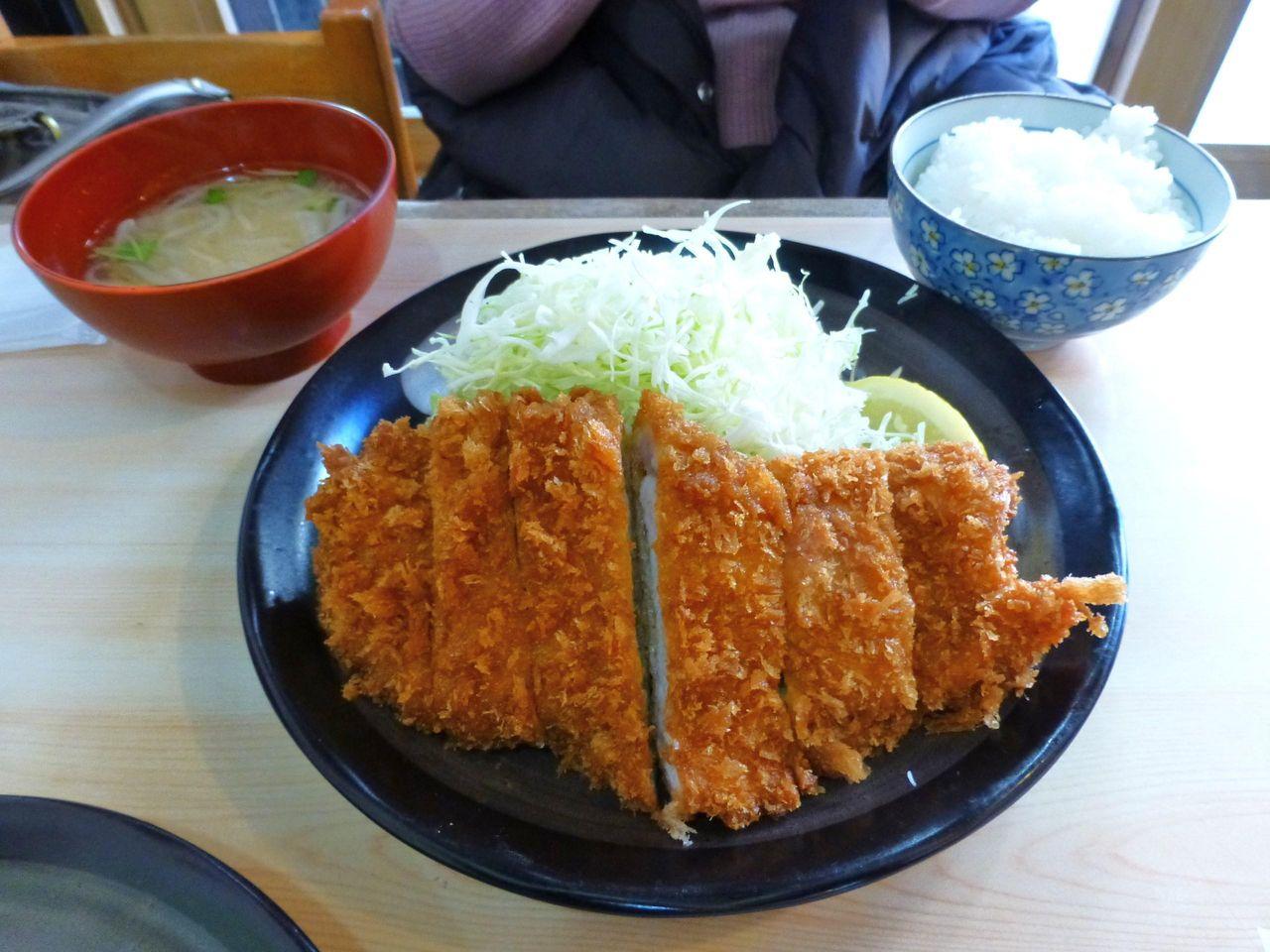 とんかつ定食(ライス、味噌汁のおかわり無料)750円
