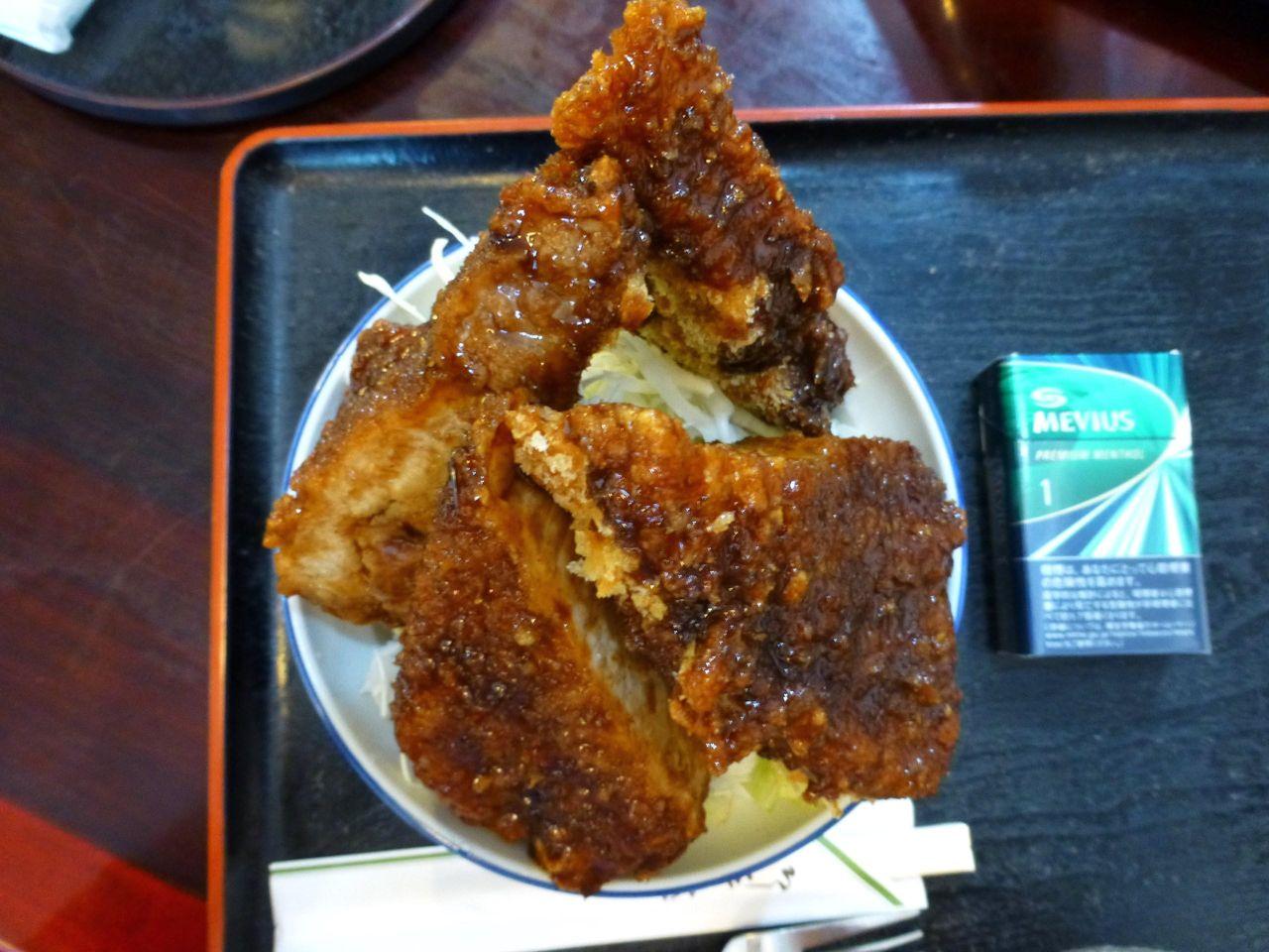 恵比須ソースカツ丼大盛は、直径16センチの丼を使用!