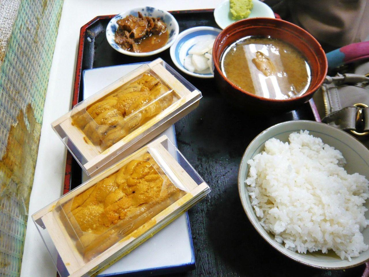 もみじやの箱ウニ定食(ウニ2箱付き)1,000円
