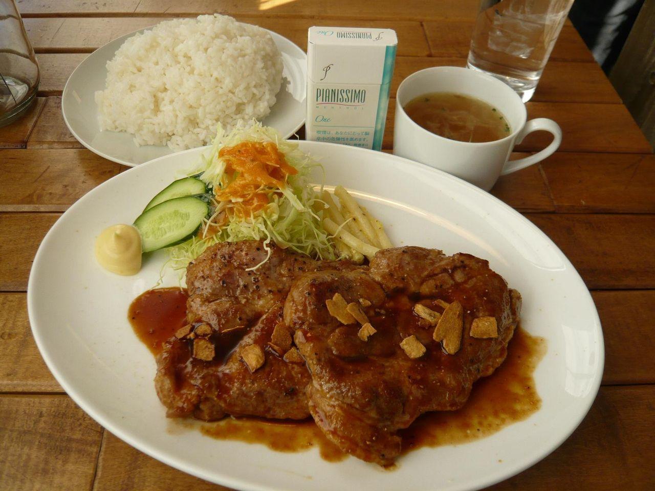 トンテキ肉ダブル(大盛、ライス・スープのお替り無料)1,380円