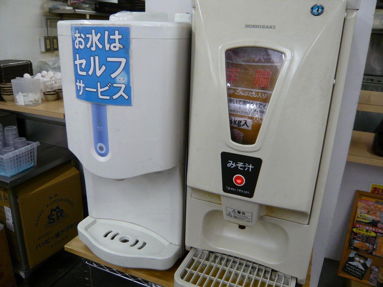 ボタンを押すと味噌汁1杯分が注がれます!