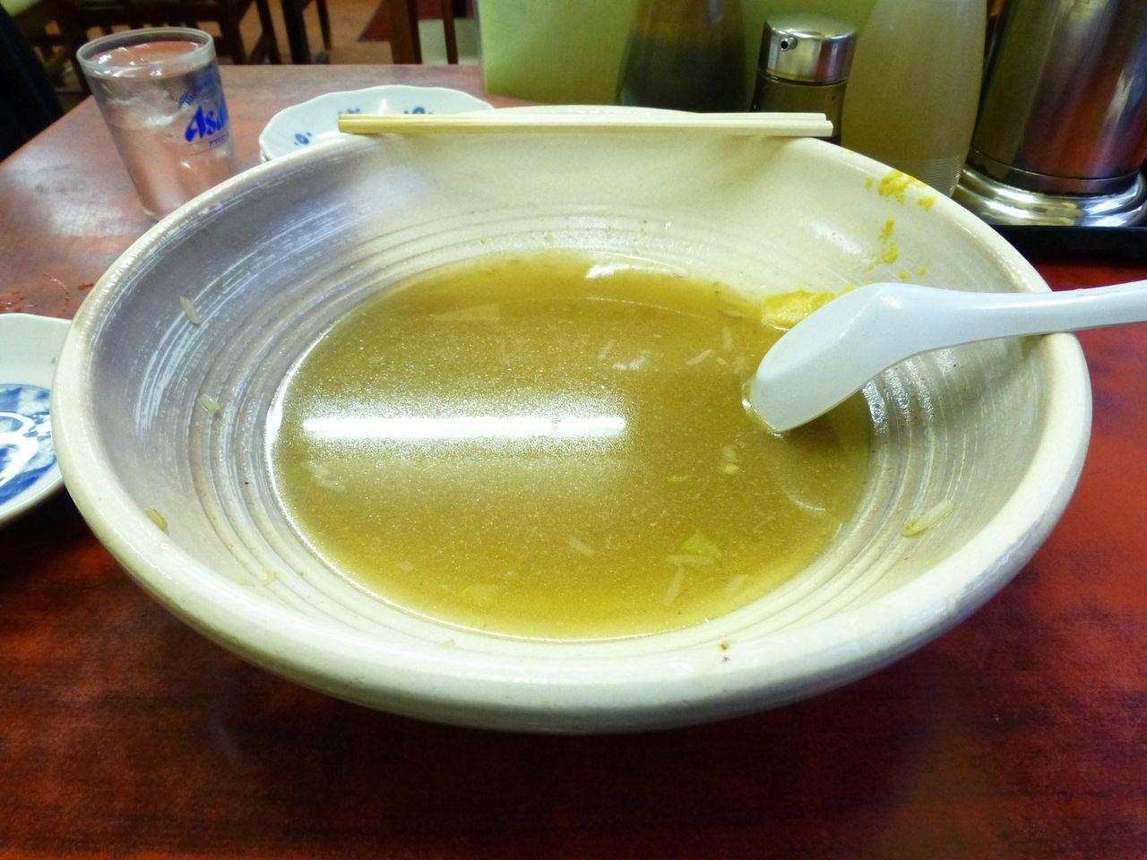 直径30センチ×高さ8センチの洗面器より大きな深皿!