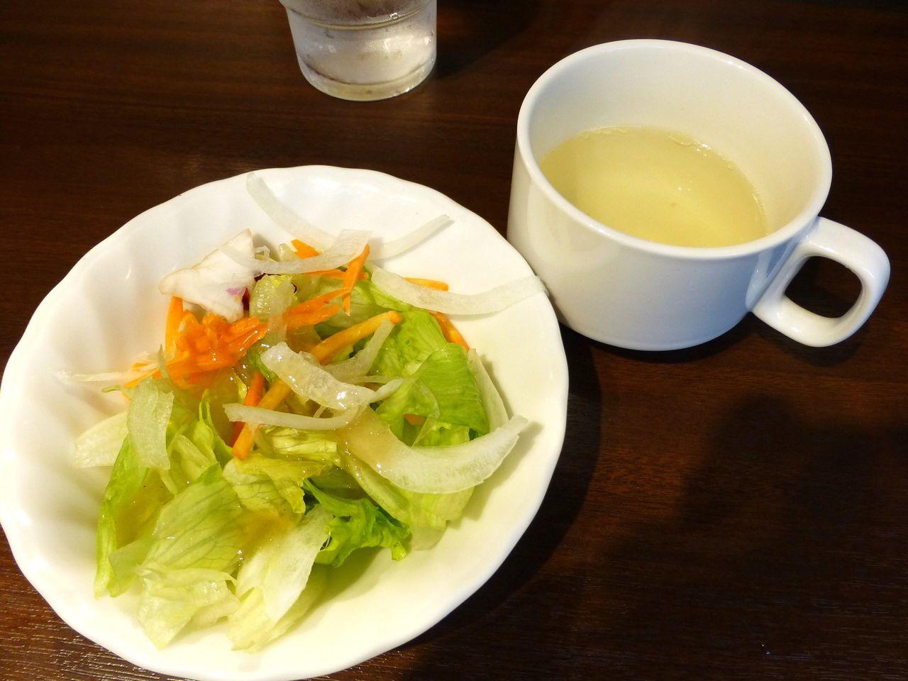 サラダとスープ付きですが、スープが少なすぎます!