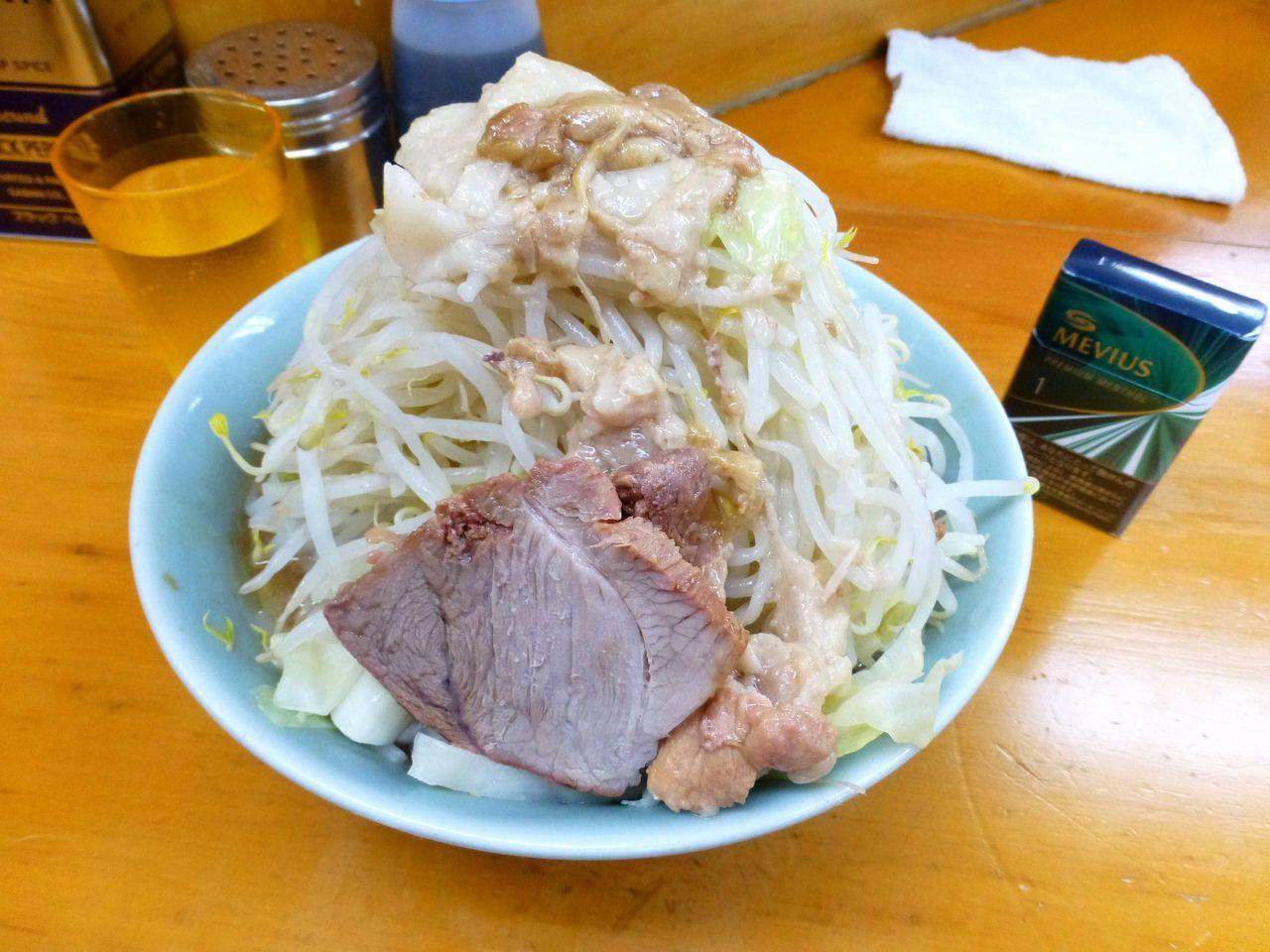 豚入り800円(野菜マシマシ、アブラ少し)