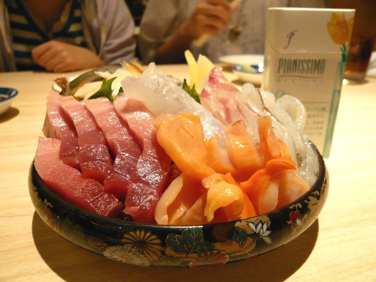 うわ〜、海鮮の上海万博や〜!・・・お造り盛合せ(小)