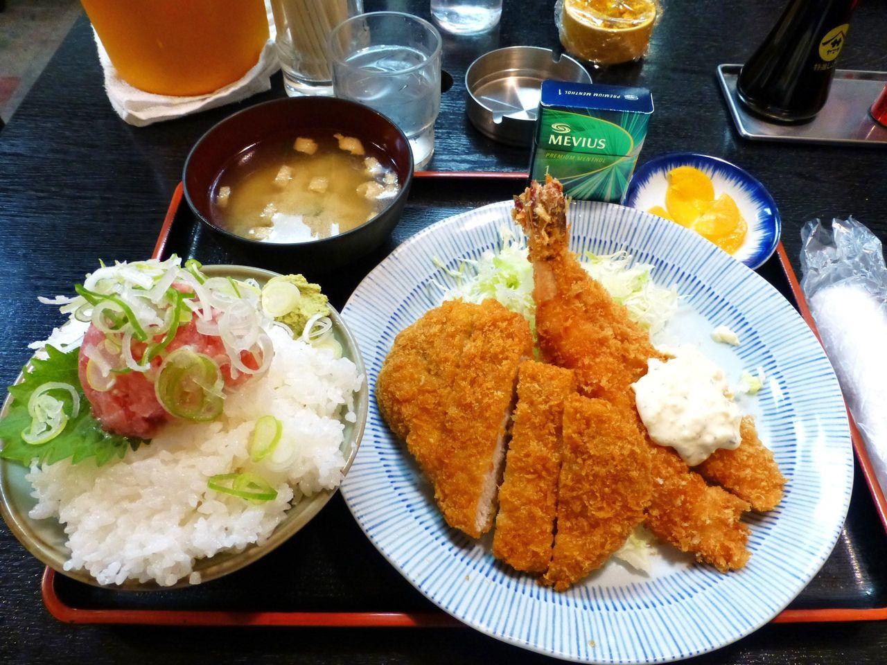 大海老フライ2本・ロースとんかつ定食(大盛)1,200円