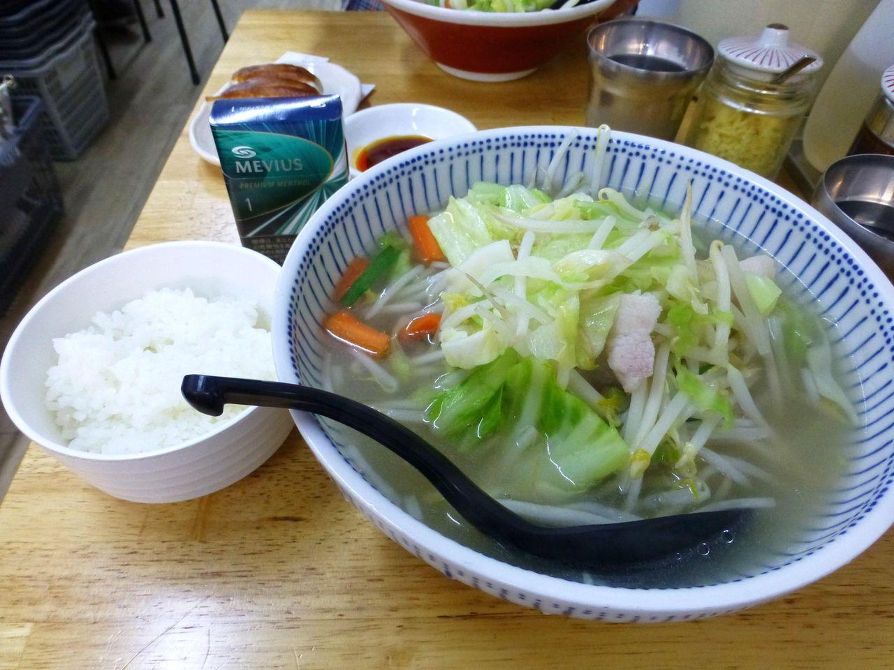 コスパの良いタンメン700円(野菜大盛、ライス無料)