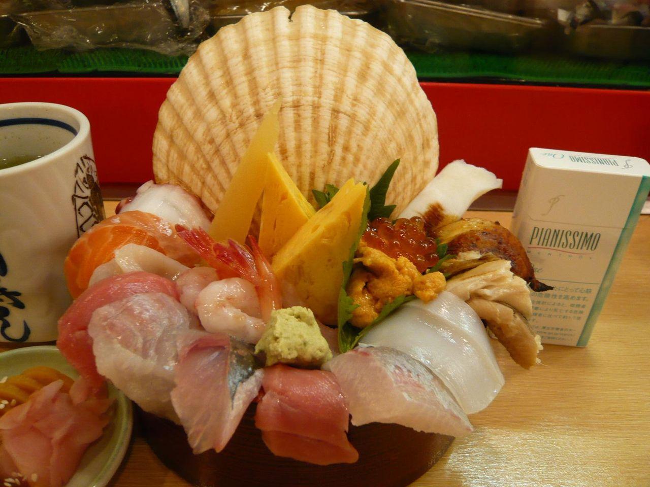 海商寿司の名物「海鮮丼2,200円」