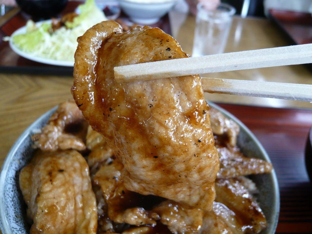 豚ロース肉は、ふっくらやわらかく、ポークソテー風の味わい!