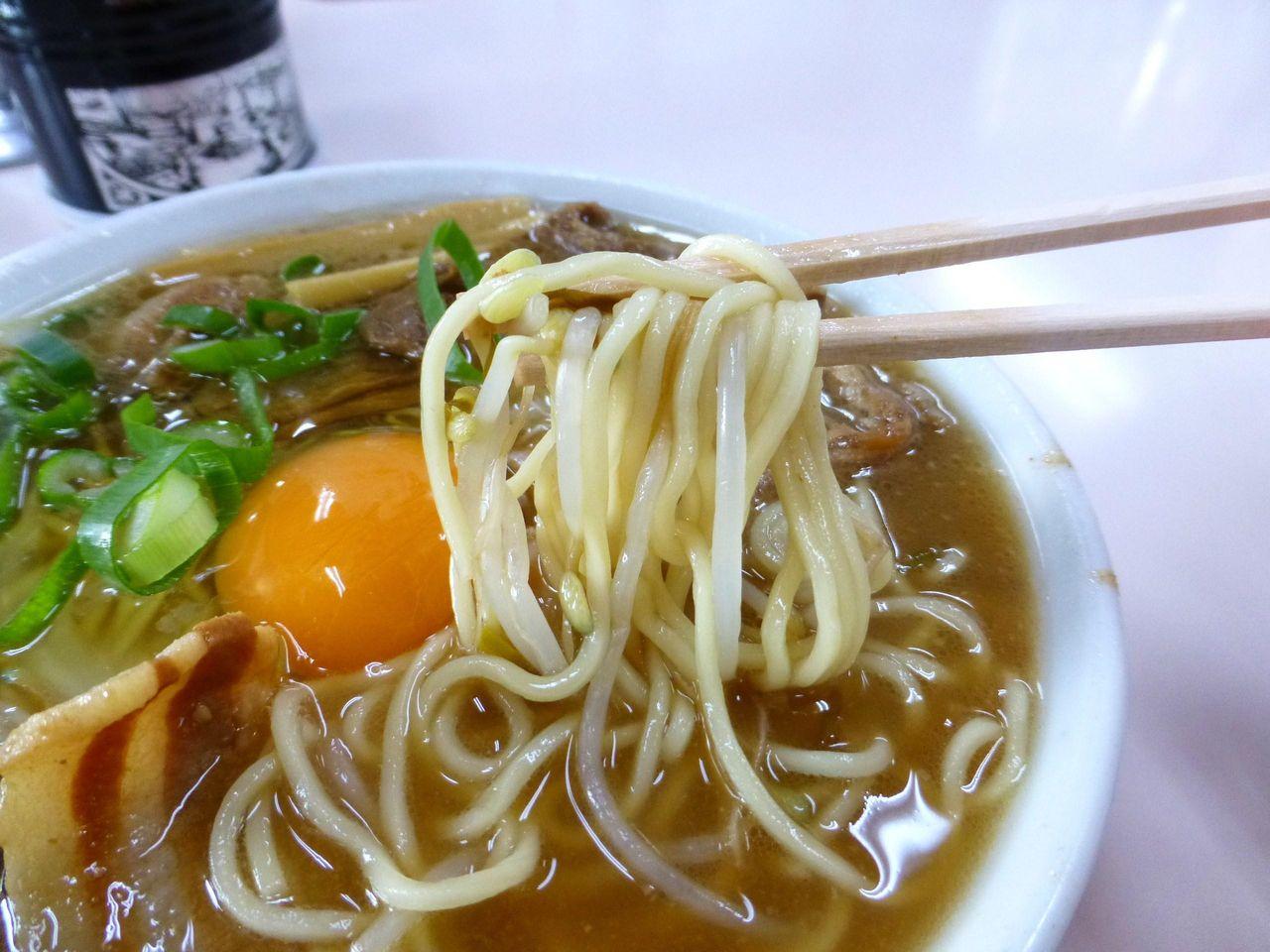 中細ストレート麺は、やわらかめの茹で加減!