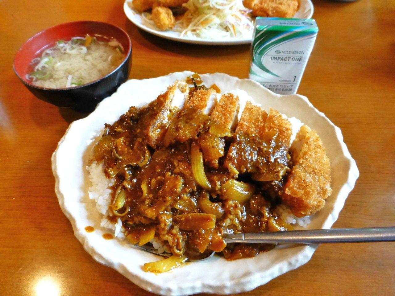 ロースカツカレー大盛1,110円