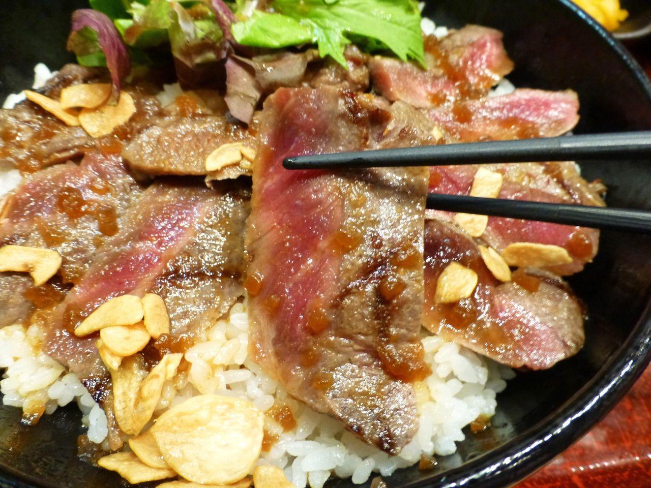 肉はとてもやわらかく、おろしソースが良く合います!