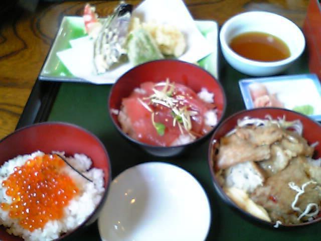 味ごよみ膳B(イクラ、マグロづけ、焼肉+天ぷら)1,380円
