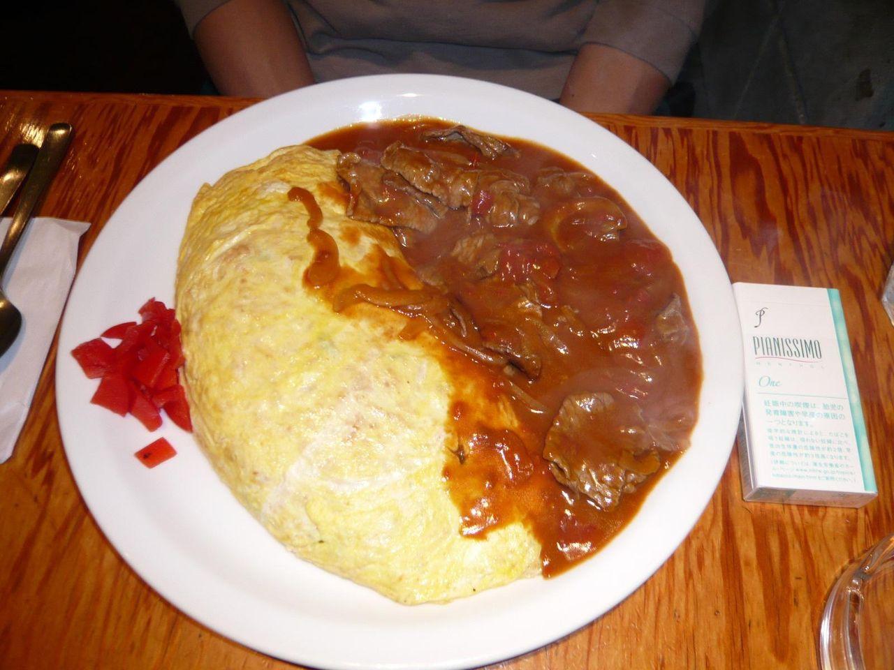 お肉タップリのハヤシがけ!・・・オムライス850円