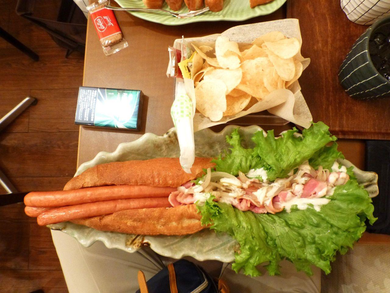 ビッグドッグは、直径41センチのデカ皿を使用!