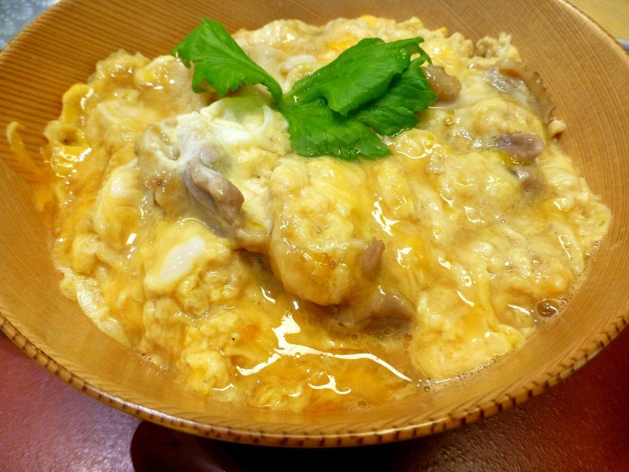 肉も卵も秋田比内地鶏を使用した究極親子丼1,380円